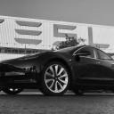 Tesla a produs primul Model 3 de serie